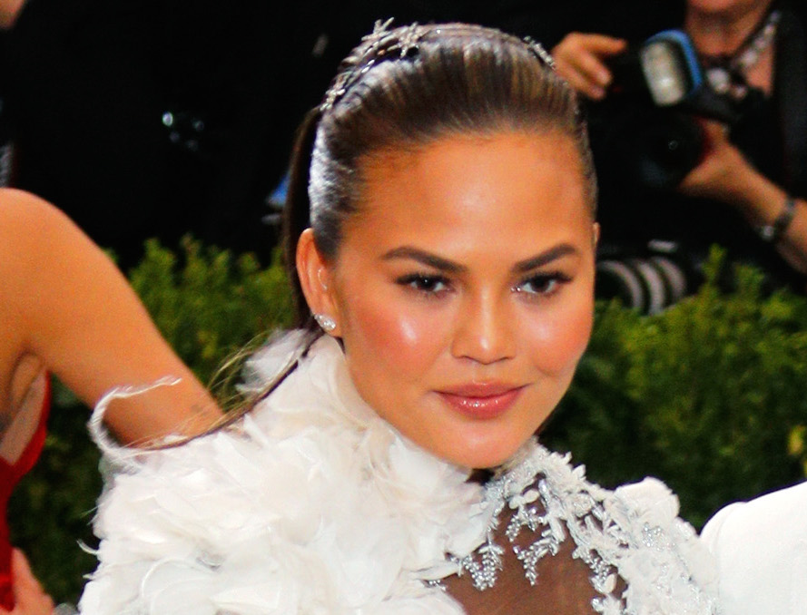 Chrissy Teigen slayed the red carpet wearing her new Becca Glow Palette at the Met Gala