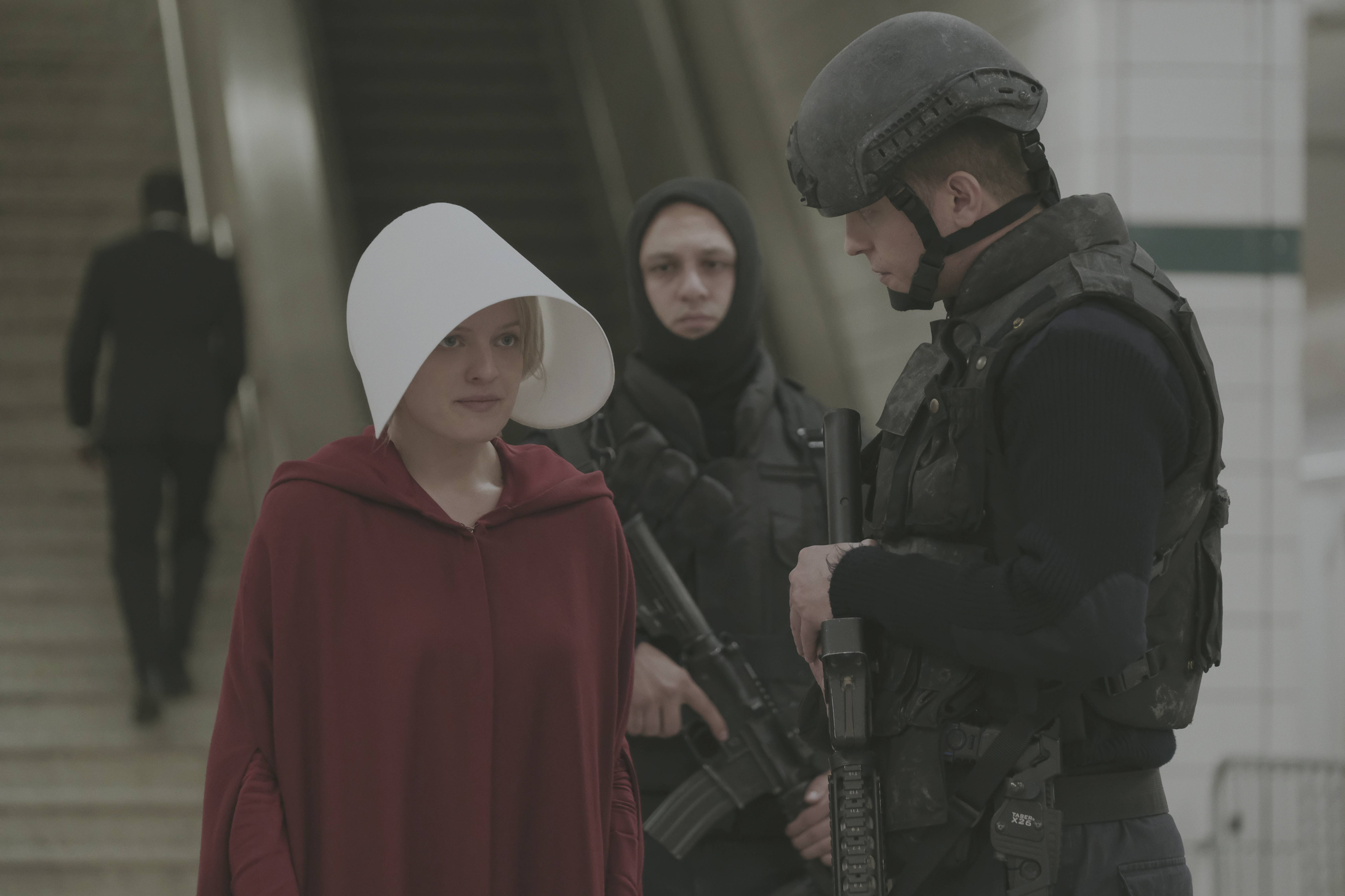 "Blessed be the fruit, Hulu has renewed ""Handmaid's Tale"" for Season 2"