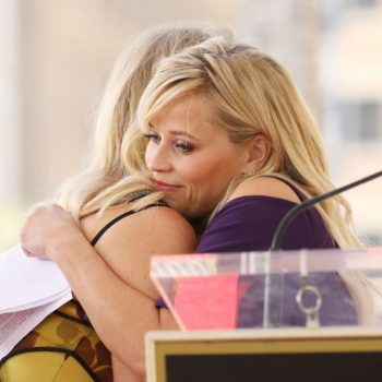 Reese Witherspoon gave a tearful speech about Goldie Hawn at the Hollywood Walk of Fame