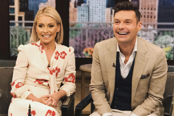 Kelly Ripa and Ryan Seacrest's dogs met on air for the first time, and it's paw-sitively adorable