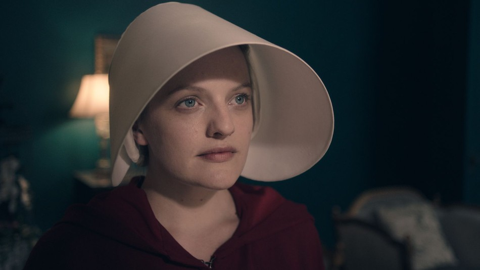 "Elisabeth Moss clarifies that ""The Handmaid's Tale"" is feminist"