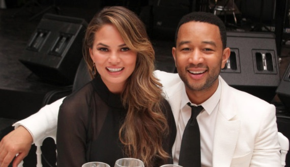 "Chrissy Teigen and John Legend just recreated THE ""Spider-Man"" kiss"
