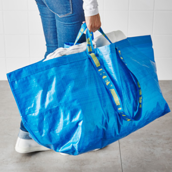 People are DIYing that infamous blue Ikea bag into clothing