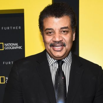 Neil deGrasse Tyson ate hot wings while talking astrophysics, because he's Neil deGrasse Tyson