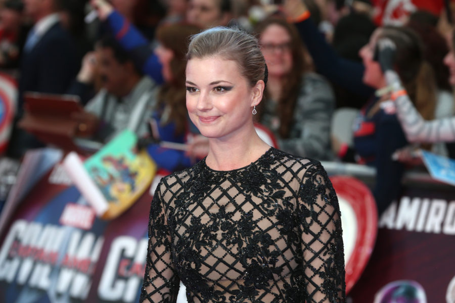 "Emily VanCamp just got engaged to her former ""Revenge"" costar"