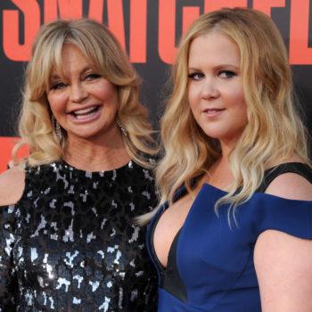 Amy Schumer and Goldie Hawn shared a hilariously weird contour trick, and now we need to see their beauty blog