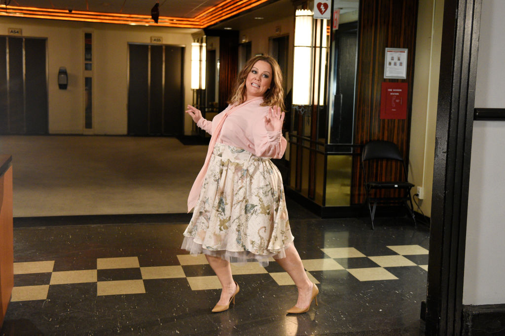 """Melissa McCarthy did a special Mother's Day tour of the """"SNL"""" set for her monologue, and there was a llama (and Ryan Reynolds!)"""