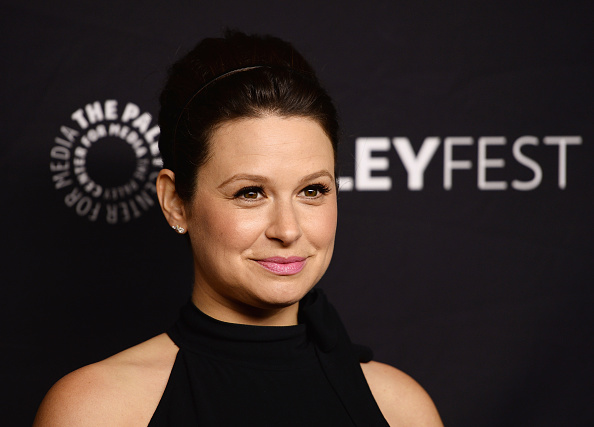 """Scandal"" star Katie Lowes is opening up about her struggles with psoriasis, and it's so important"