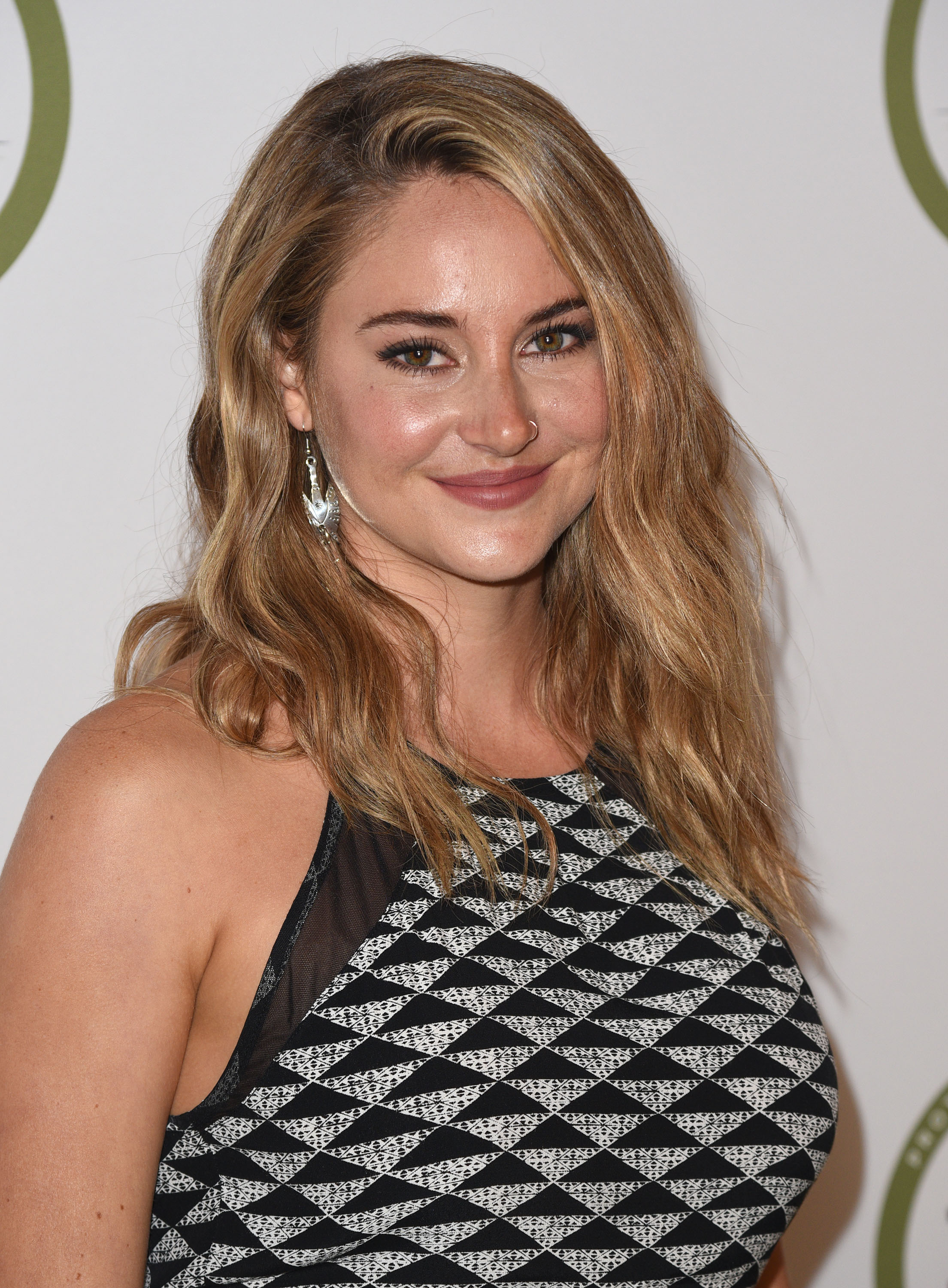 Oh Hello Shailene Woodley Is A Total Blonde Beach Girl Now
