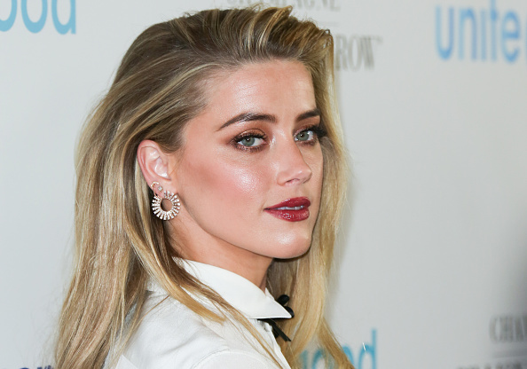 "Amber Heard is giving us sci-fi Ariel vibes in her first ""Aquaman"" photo!"