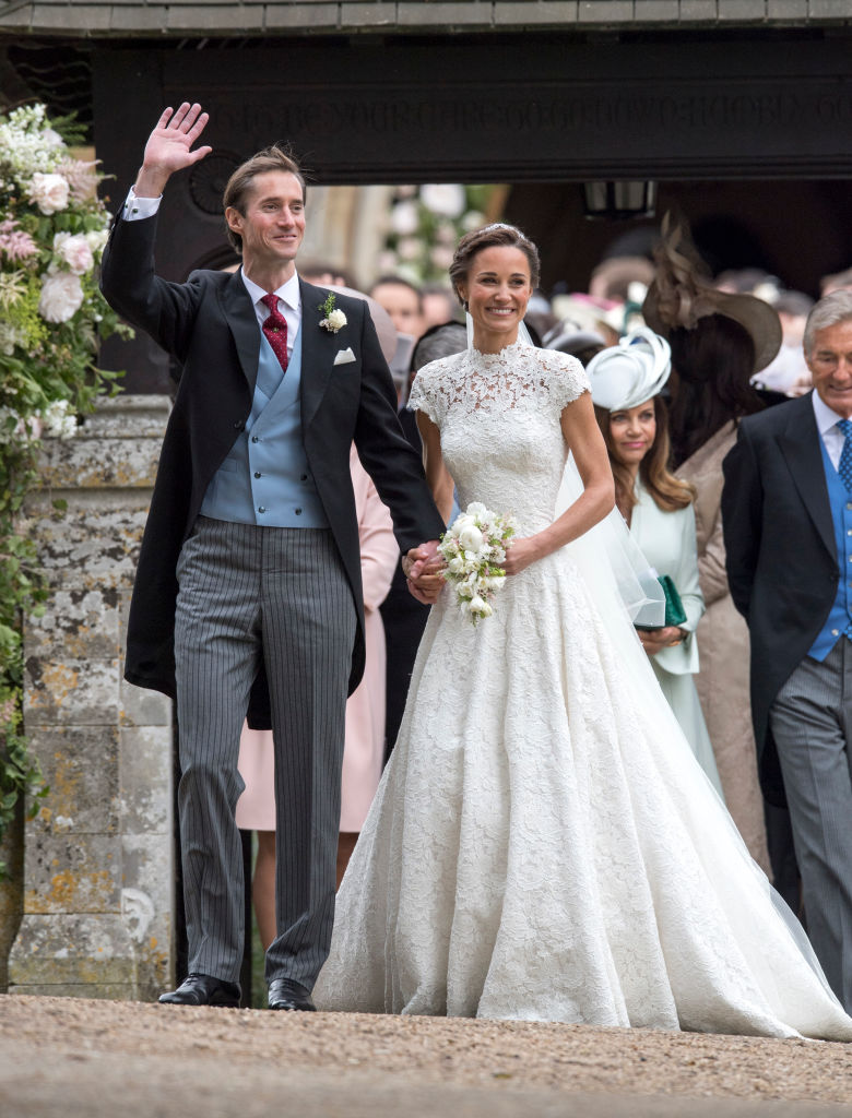 Here 39 s how you can get a lace wedding dress like pippa for Wedding dress like pippa middleton