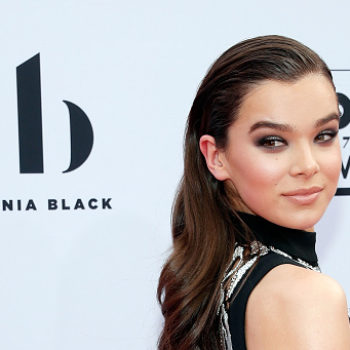 Hailee Steinfeld's futuristic outfit at the Billboard Music Awards has us thinking about life on Mars