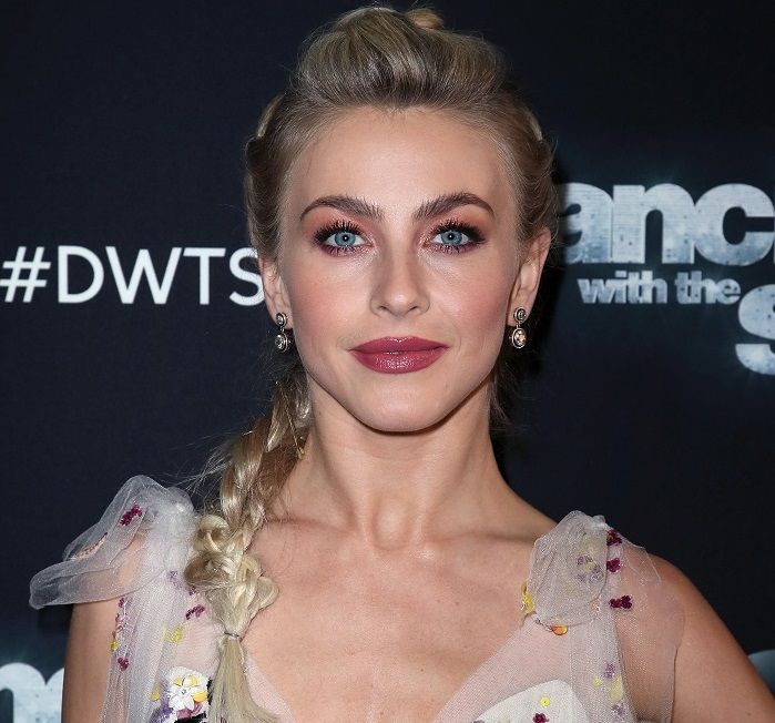 "Julianne Hough's hair at the ""DWTS"" finale is an interesting take on the faux bang"