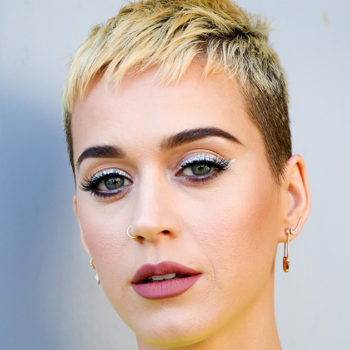 Katy Perry got tearful while paying tribute to the victims of the Manchester attack