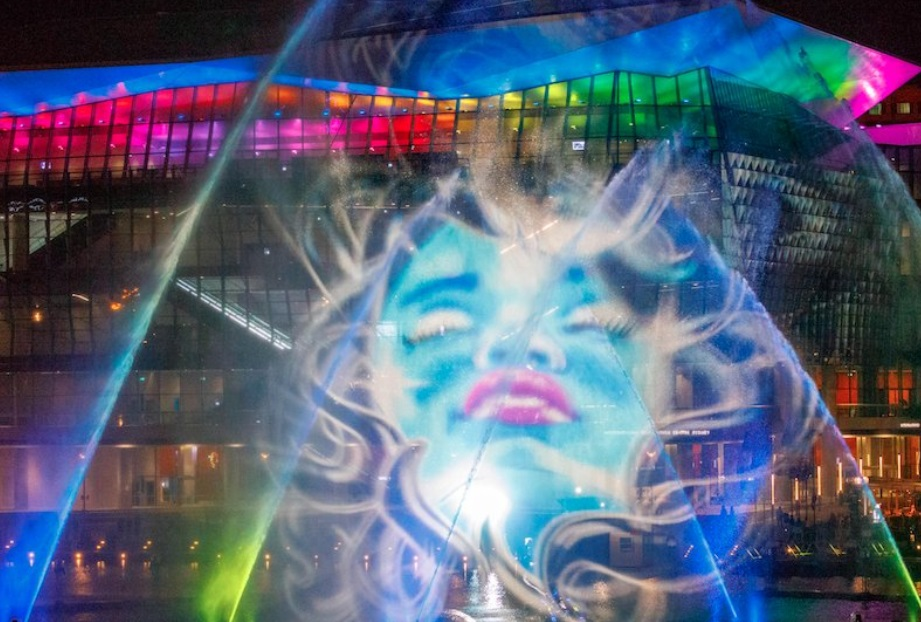 "Sydney turned all kinds of magical colors for this amazing event, and it's straight out of ""Alice in Wonderland"""