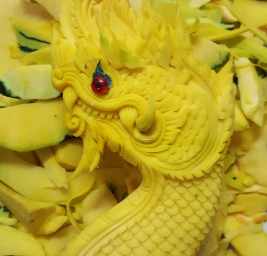 Help, we've been drawn into the incredible world of melon sculptures, and it's too pretty to eat our way out