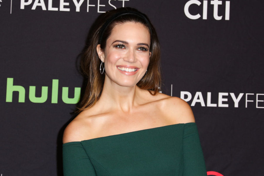 "Mandy Moore is surprised by ""This is Us"" fan theories"