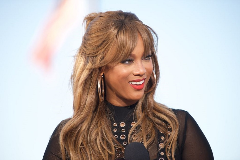 "We just got another look at Tyra Banks hosting ""America's Got Talent"""