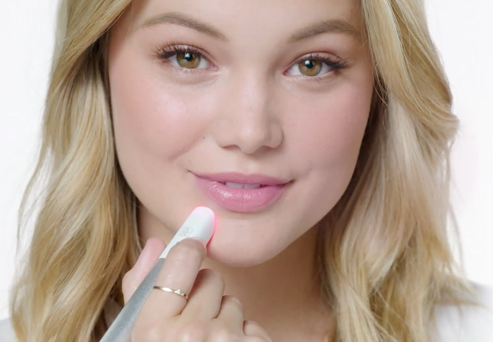 Neutrogena's new acne spot treatment pen is perfect for zapping pimples in any situation