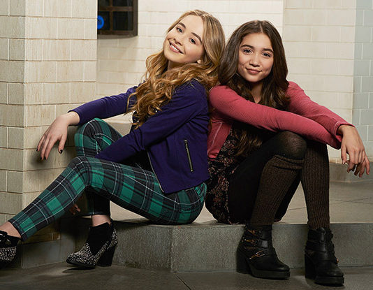 """This """"deleted scene"""" from Sabrina Carpenter's music video is the """"Girl Meets World"""" reunion we didn't know we needed"""