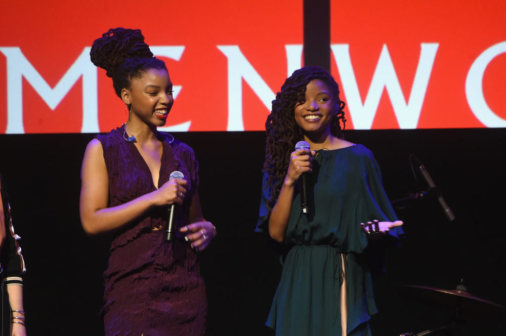 Chloe X Halle just upped the twinning game, and they were definitely pretty in pink