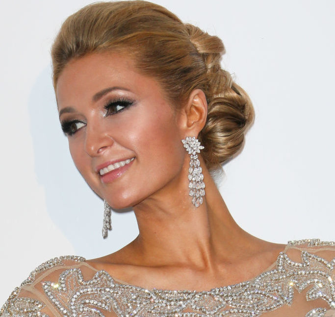 Iconic blonde Paris Hilton is now a brunette, and we can hardly believe it