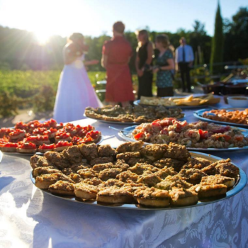 6 ways to make sure you get to eat on your wedding day