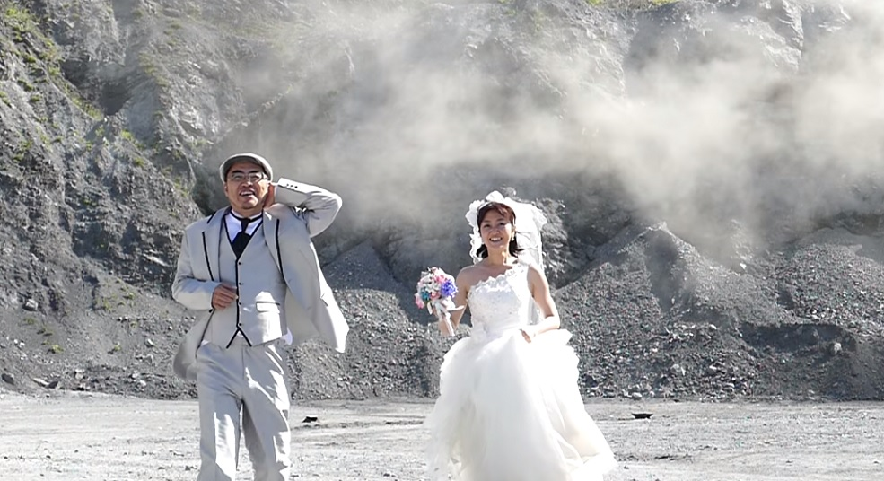 These hardcore wedding photos contain actual explosions
