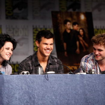 """Kristen Stewart and Taylor Lautner had a """"Twilight"""" reunion at the Moschino show, and our tween hearts are screaming"""