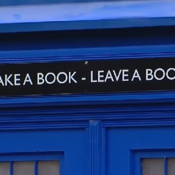 "This guy built a ""Doctor Who""-inspired TARDIS library"