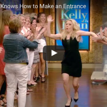 """God bless Kate McKinnon and this bonkers entrance on """"Live with Kelly and Ryan"""""""