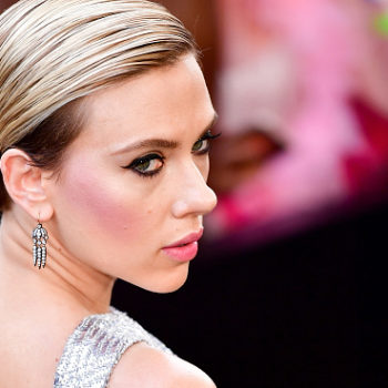You need to see this video of Scarlet Johansson finally realizing that Zac Efron is really hot