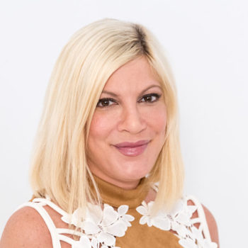 Tori Spelling looks like an amethyst mermaid with her amazing new hair