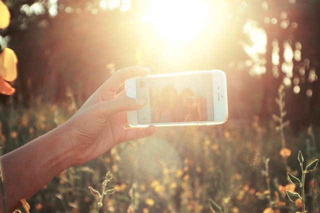 According to research, this is how selfies can help you combat stress