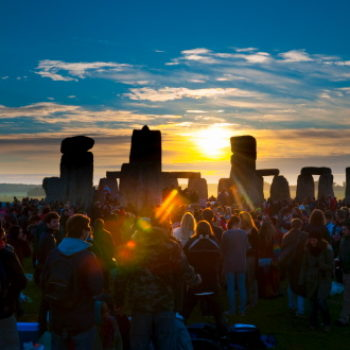 This 30-second video lets you watch the summer solstice sunrise at Stonehenge, and it's breathtaking