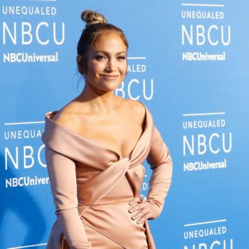 Jennifer Lopez shut down commenters who claimed her abs were photoshopped