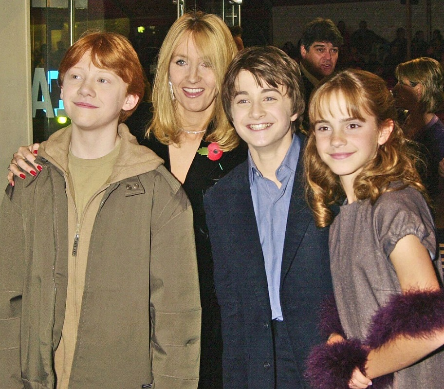 "Enjoy this throwback to the first ever ""Harry Potter"" premiere and try not to feel old AF"