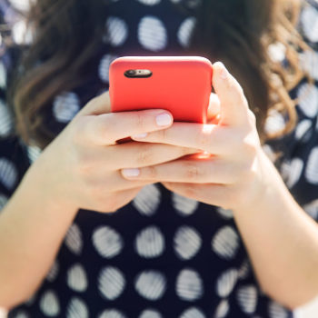 How group text messages cured my loneliness