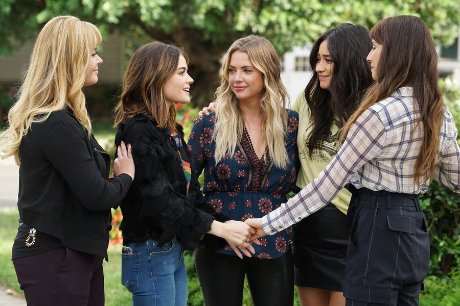 "34 things I swear really happened during the ""Pretty Little Liars"" series finale, I kid you not"