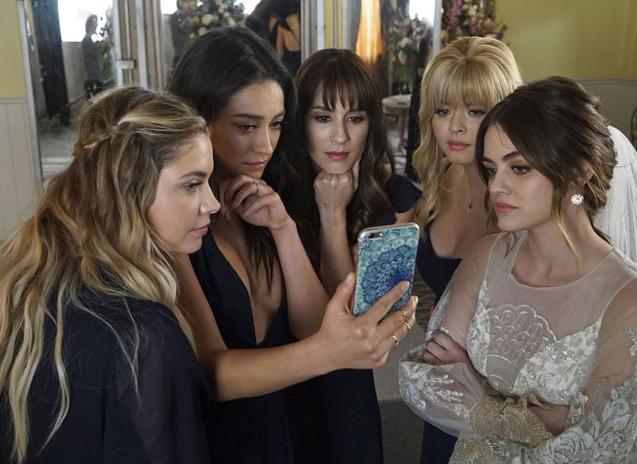 "Twitter is trying so hard to process WTF happened during the ""Pretty Little Liars"" series finale"