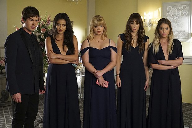 "The ""Pretty Little Liars"" series finale set *this* TV record"
