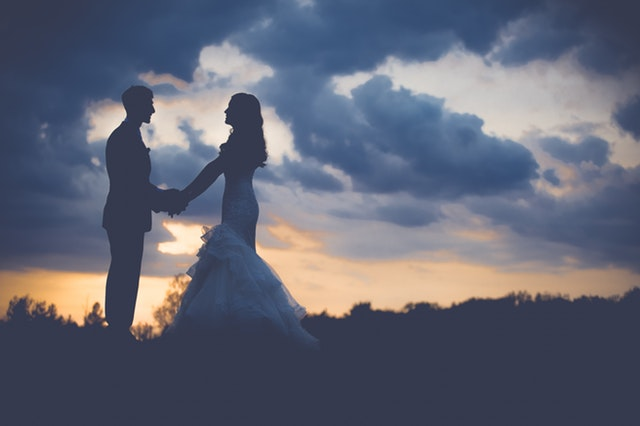 Should I elope or have a wedding? Here's what an expert has to say
