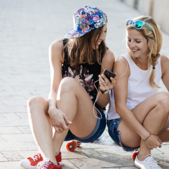 7 signs your best friend is jealous of you