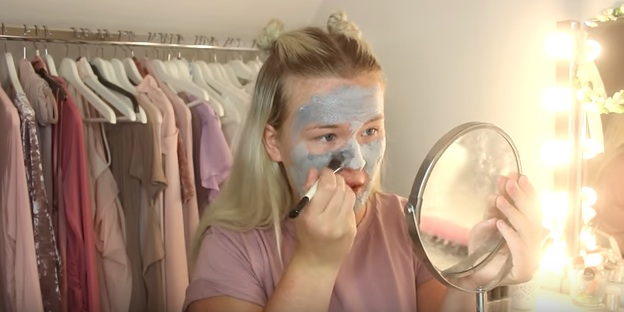 This YouTuber wore 100 layers of a bubble mask, and it's strangely disturbing
