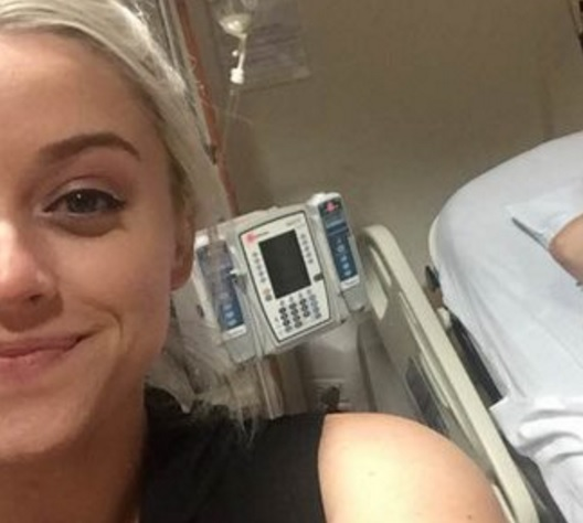 This girl snapped a selfie while her sister was literally giving birth in the background