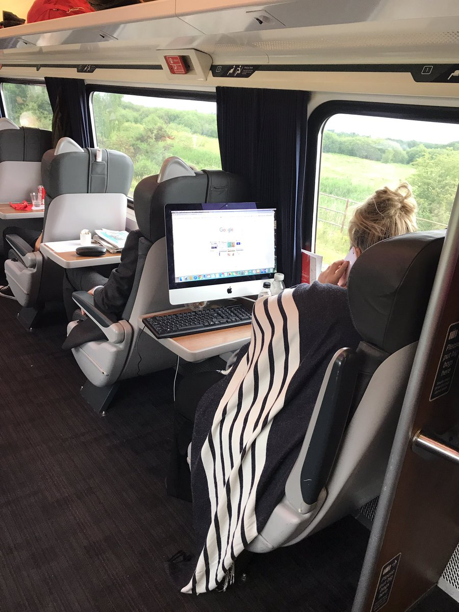 The internet is genuinely confused by this woman's commuting computer setup