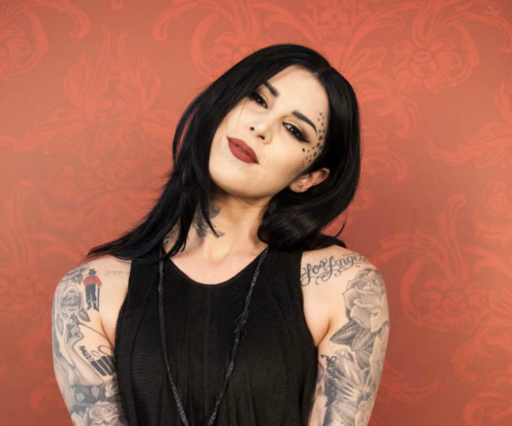 GASP: Kat Von D just teased her Metal Crush highlighters, and the new product headed our way