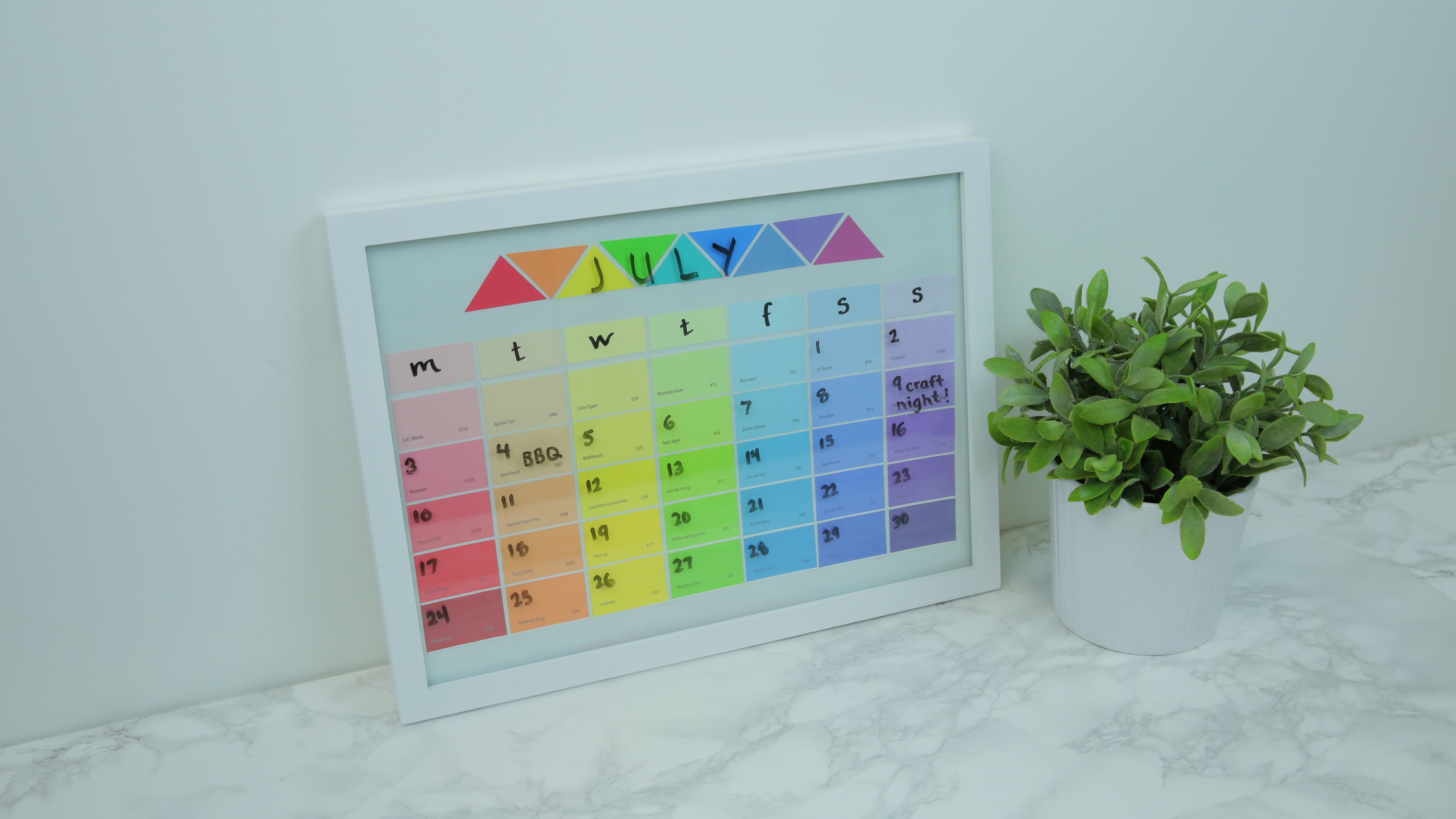 Diy Rainbow Calendar : This diy rainbow calendar is the most whimsical way to