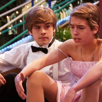 This girl thinks her aunt looks like Cole Sprouse, and Cole and the internet agree
