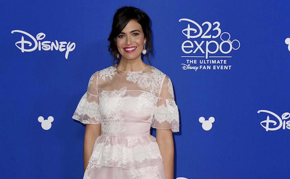 Mandy Moore looked like a wedding cake topper on the red carpet — in the very best way
